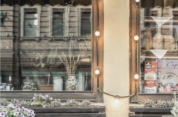 Деревянные евроокна из лиственницы со стеклопакетом