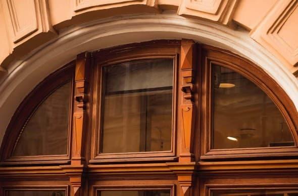 Исторические окна КГиОП из дуба со стеклопакетом