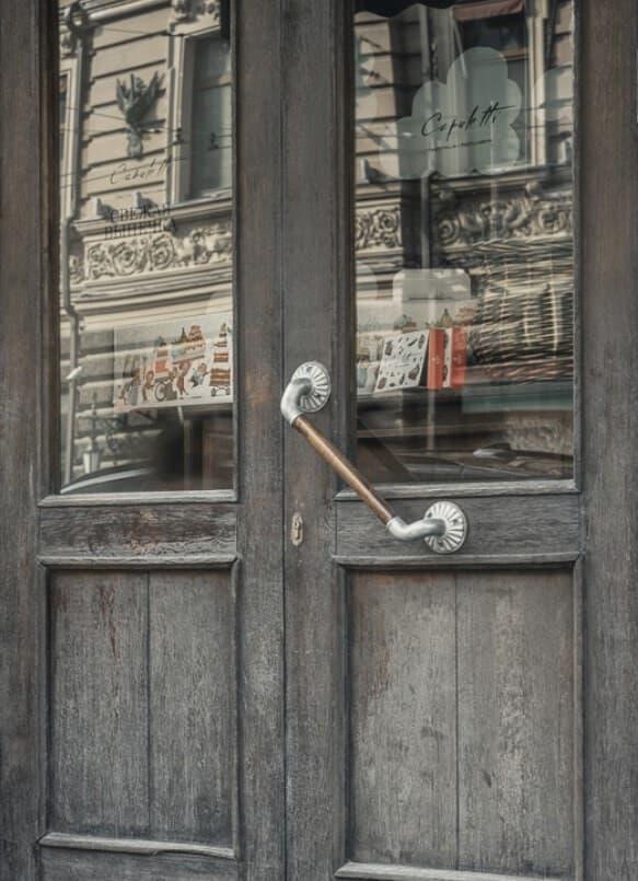 Производство современных деревянных окон и дверей